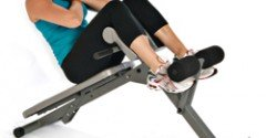 Incline Sit-Up op een Bank
