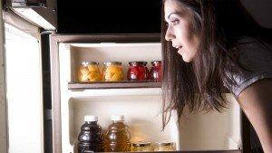 Feit of fabel: van 's avonds eten kom je aan?
