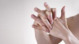 Is het slecht om je vingers te knakken?