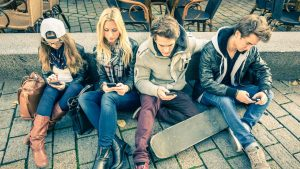 8 tips om van je telefoonverslaving af te komen