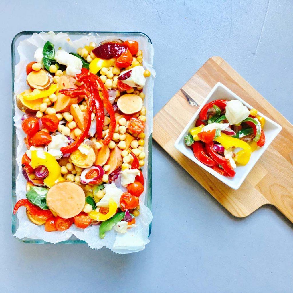 Kleurrijke gezonde ovenschotel