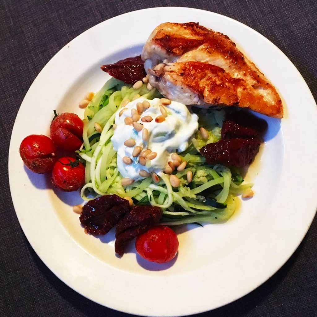 Courgetti met avocadomousse
