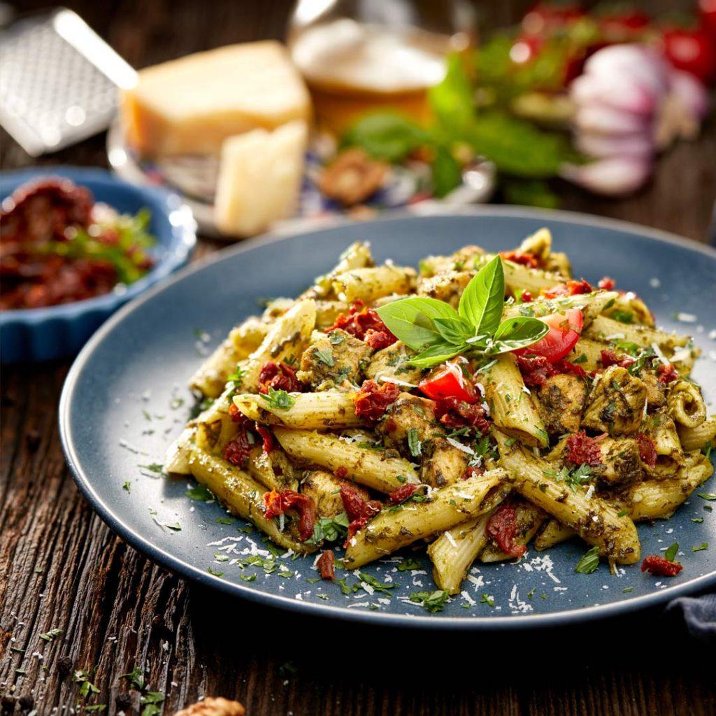 Pasta met verse spinazie en kip
