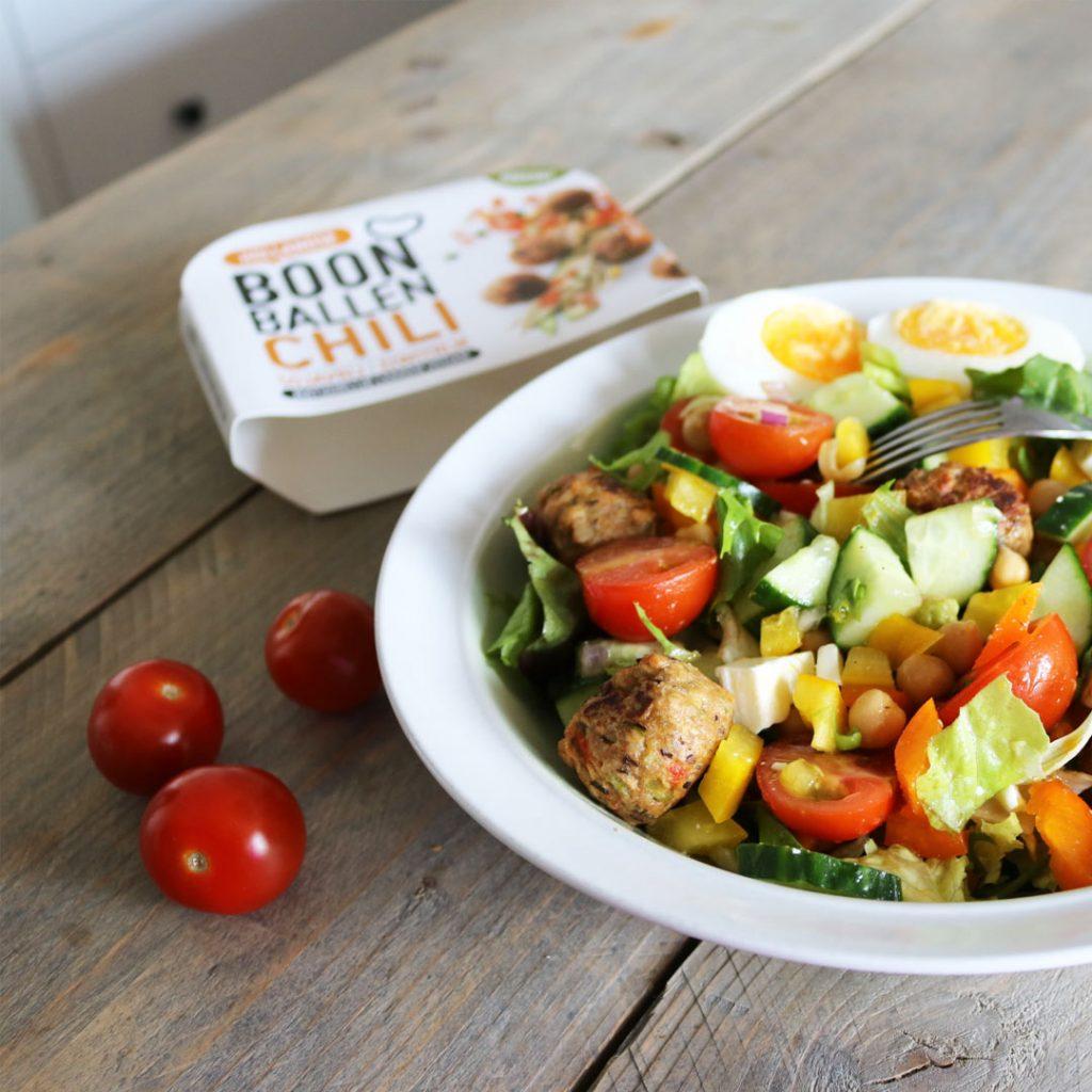 Eiwitrijke salade met vegan balletjes