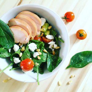Babyspinazie-salade-met-geitenkaas-en-avocado