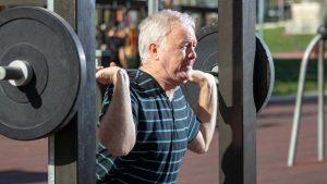 Is op gewicht blijven lastiger als je ouder wordt?