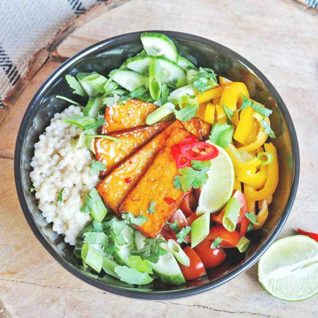 Parelcouscous met sweet chili tofu