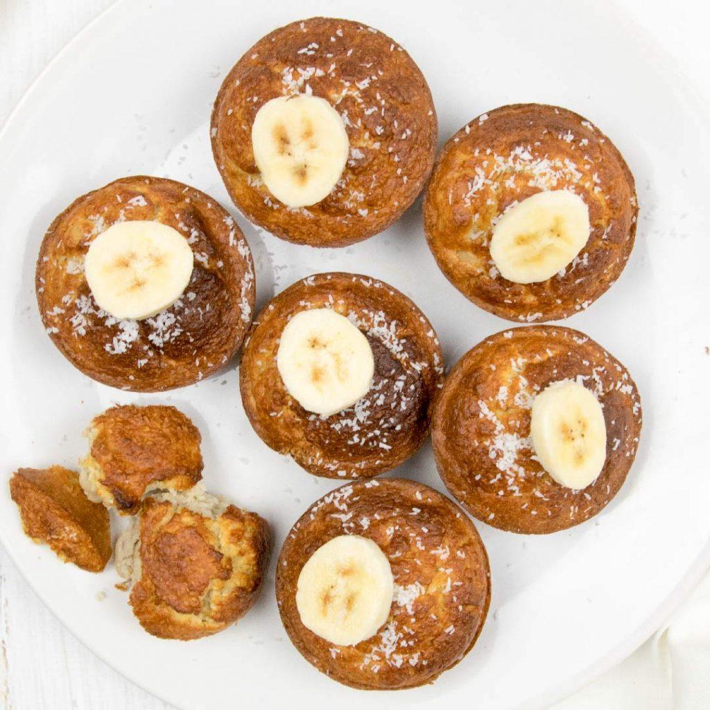 Bananencakejes met vruchten