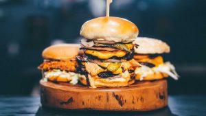 Onderzoek: is het ongezond om 's avonds veel te eten?