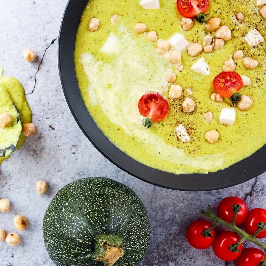 Plantaardige groene lentesoep