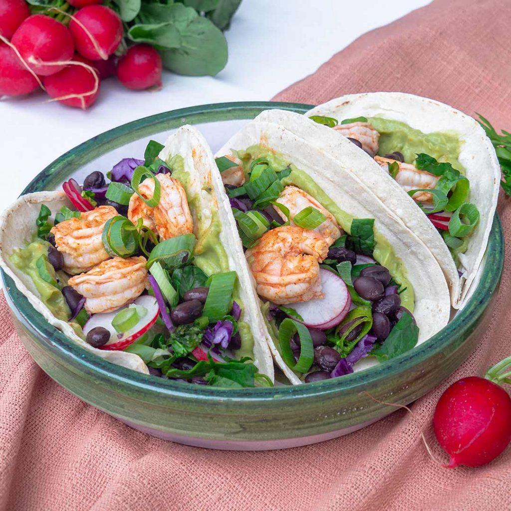 Taco's met gamba's en groene salsa
