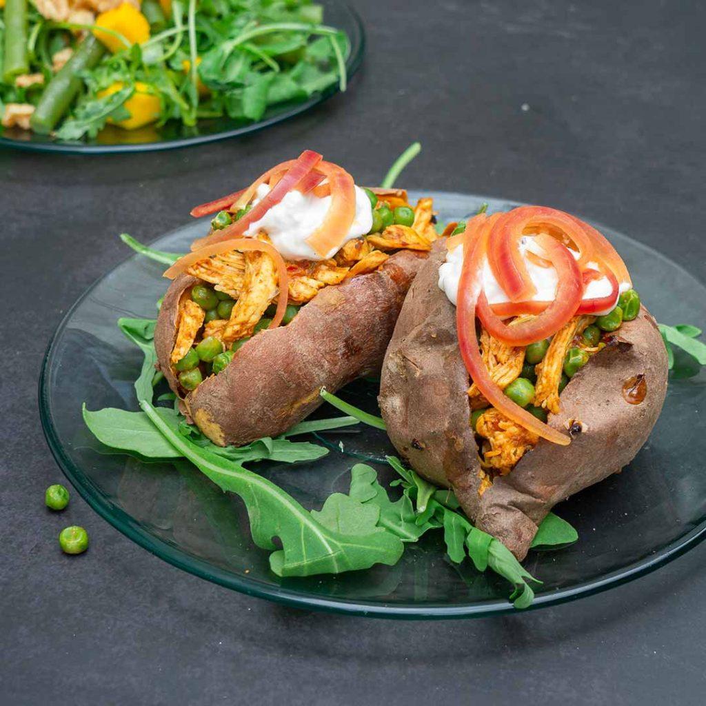 Gevulde zoete aardappel met pulled chicken